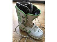 Vans Women's Snowboarding Boots Size 4 UK