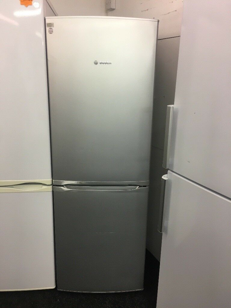 BOSCH MEDIUM FROST FREE FRIDGE FREEZER IN SILIVER
