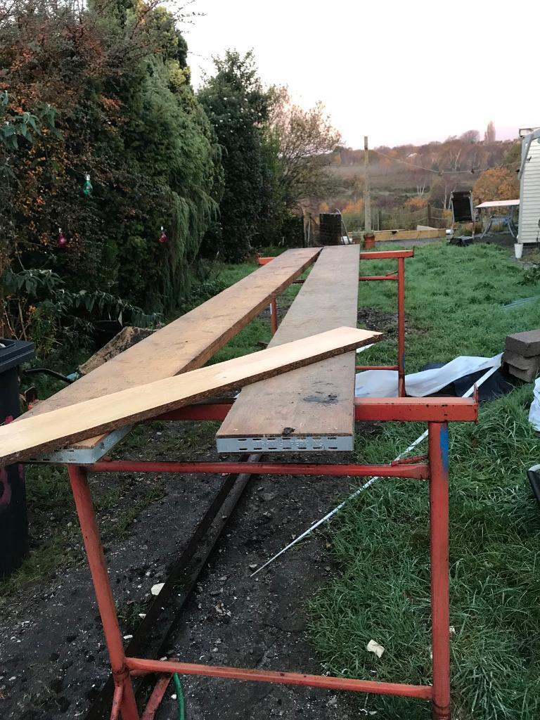 6 scaffold boards hardly used and trestles