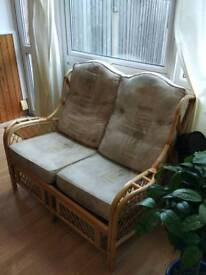 Wicker-framed 2-seater couch sofa
