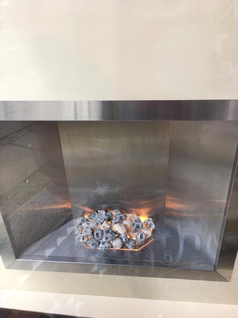Electric fire with stunning surround