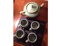 Lovely green teapot and 4 mini teacups