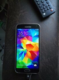 Samsung galaxy s5. Cracked screen but works absolutey fine. Charger ans earphones included. £50ono