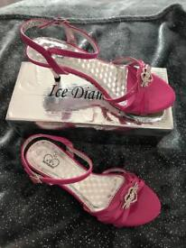 New in box, hot pink Diemonte kitten heels size 3