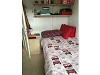 Single Room in houseshare - Wimbledon Park