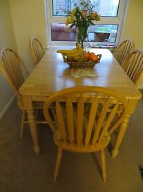 Dining table & 5 chairs VGC