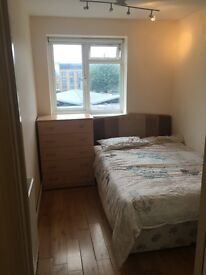 LARGE SINGLE ROOM IN BATTERSEA AVAILABLE