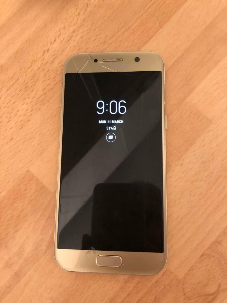 Samsung Galaxy A5 2017 Gold In Brightlingsea Essex Gumtree