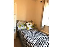 Single Room to let , incisive , U3 bus route. 15minutes away from Heathrow T1,T2 and T3.
