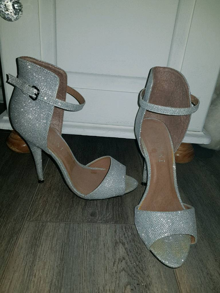 Sparkly high heels size 5
