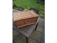 Picnic basket (wicker)