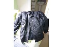 Black mens L leather jacket in mint conditoon