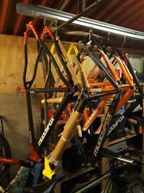"Coyote 26"" mountain bike + 6 muddyfox frames"