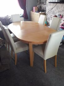 Soild oak extenable table and 6 leather chairs