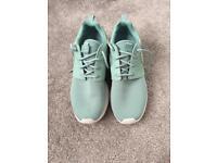 Ladies Nike roshe run
