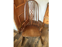 A LOVELY VINTAGE ROUND TOPPED ROCKING CHAIR WITH SUPER DESIGN TO THE CENTRE BACK
