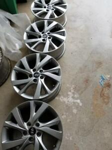 HYUNDAI SONATA 17 INCH FACTORY OEM ALLOY WHEELS IN GOOD CONDITION.