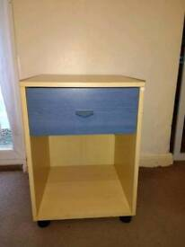 LIGHT COLOURED BEDSIDDE WITH ONE BLUE DRAWER – W40 X D39.5 X H56 - £10