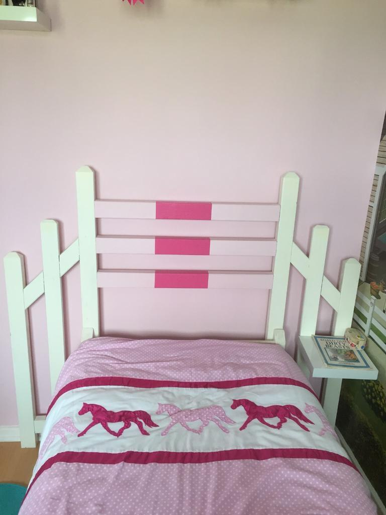 Showjumping fence bed