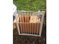 ** LINDAM EXTENDABLE BABY GATE - click shut lever -rarely used **