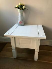 Decorative solid pine tablev