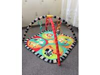 Baby playing mat only 7 pounds!