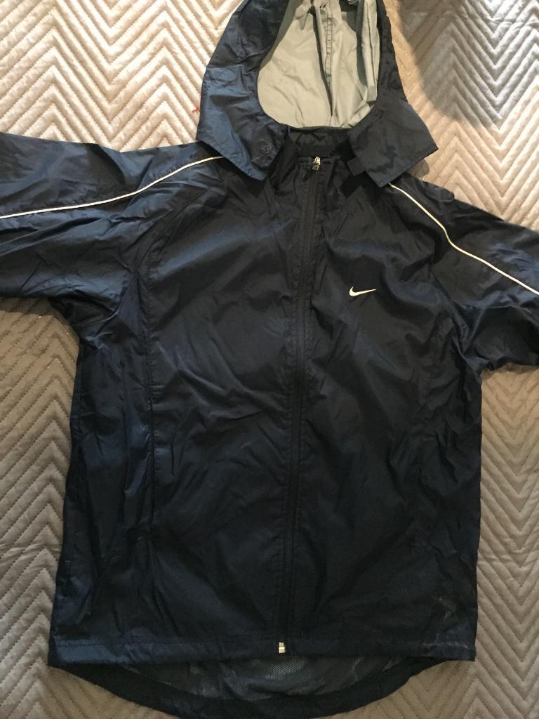 75ed44dd6f79 Men s Nike waterproof jacket (small)