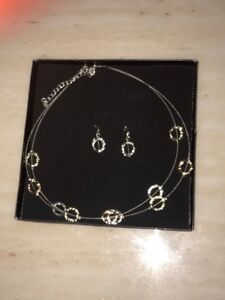 Brand New Women's Necklace Set!