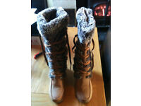 Ladies boots (size 5 ,never been worn)