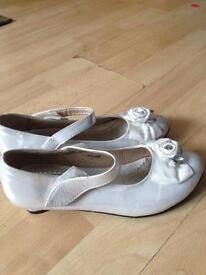 Comfortable shoes for girls size 2