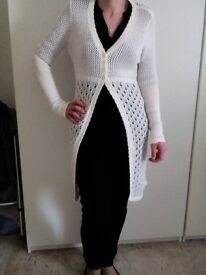 Nice long cardigan. Only been wotn to take picture. Fit 10/12. £7.
