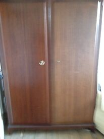 Stag Minstral mahogany double wardrobe and chest of drawers