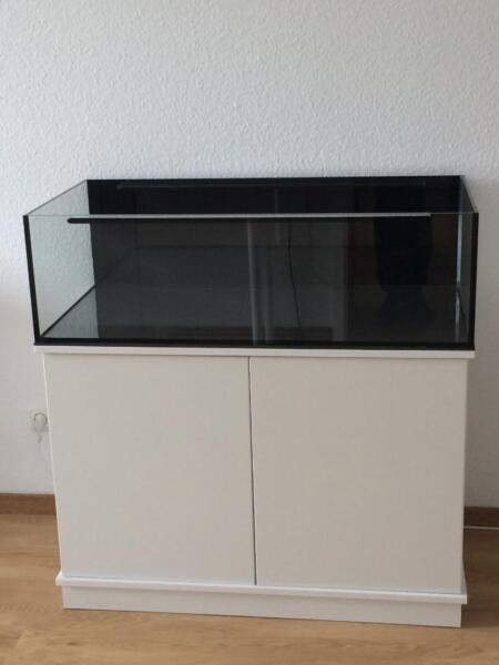 meerwasser aquarium mit unterschrank und technik frag. Black Bedroom Furniture Sets. Home Design Ideas