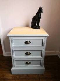 Stunning fully refurbished solid pine chest of drawers in Dovetail with stripped and waxed top