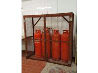 47kg Empty Gas Bottles (x4), Cage, 4 way gas valve