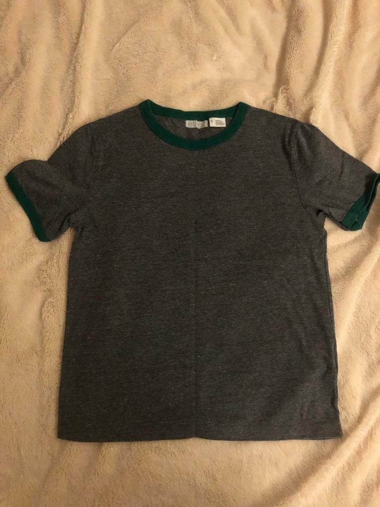 dbe84e6208 Urban outfitters T-shirt