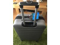 BNWT LARGE SILVER/GREY SUITCASE hardshell/lightweight rrp £199.99