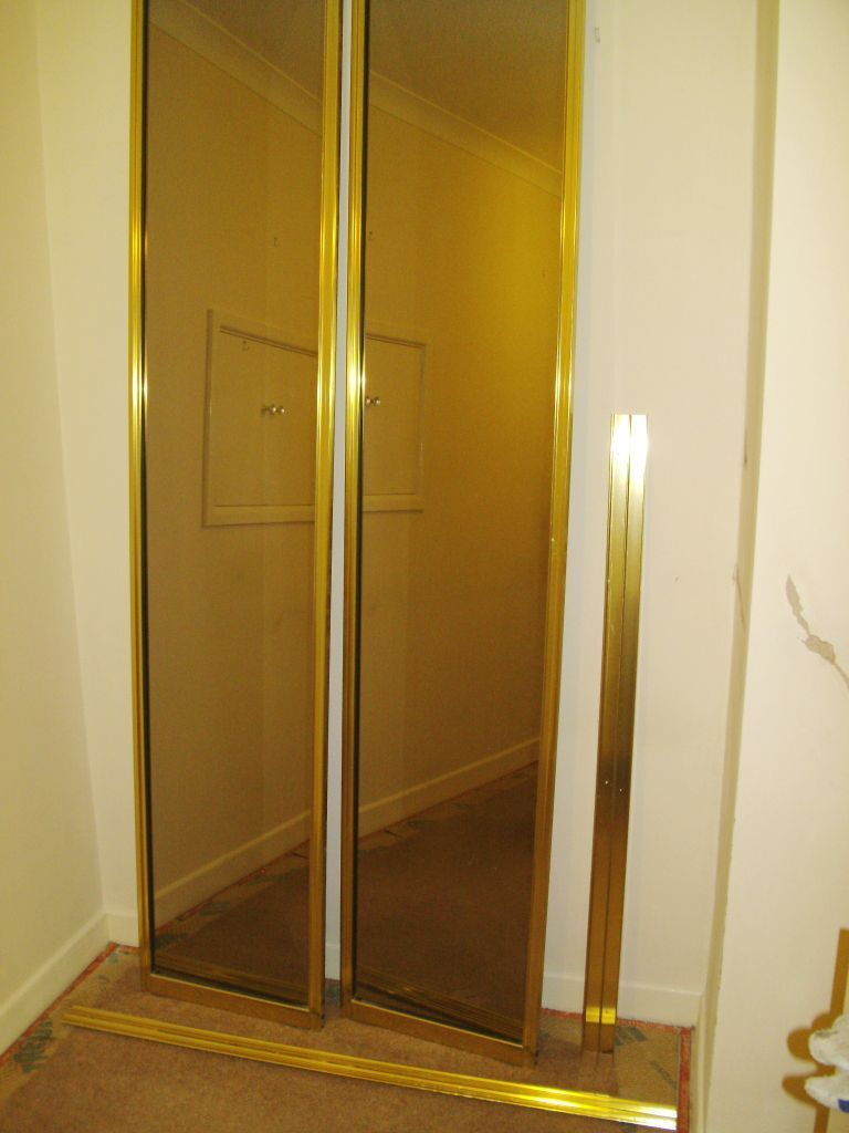 Mirrored sliding doors for wardrobe in reading for Sliding glass doors gumtree