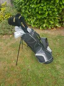 Golf clubs, like new, full set.