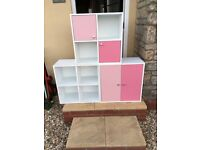 Storage cubes in white and pink