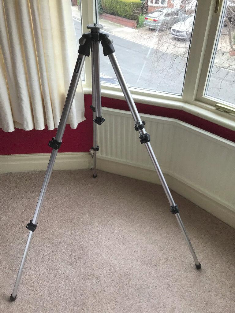 Sturdy Manfrotto 190CL aluminium camera tripod