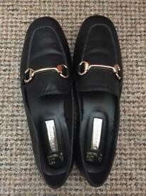 Black shoes, size 5