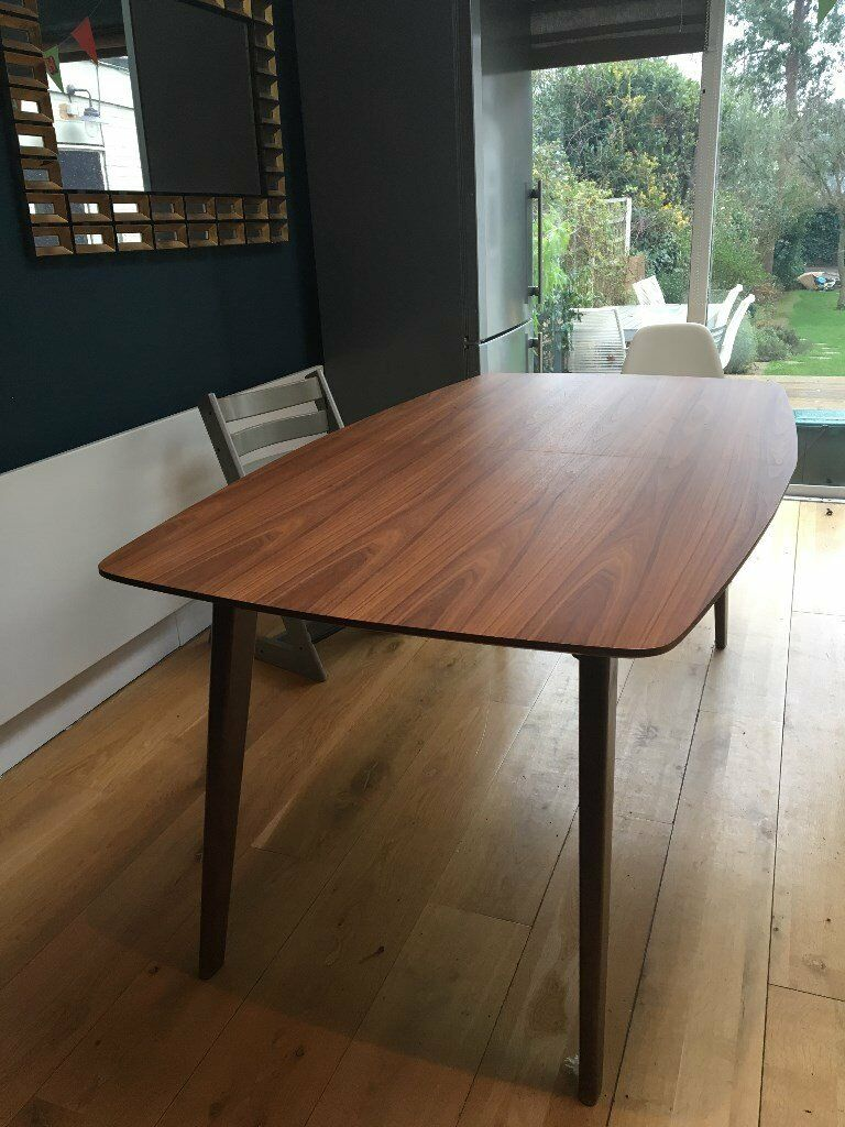 Extendable Walnut Veneer Dining Table Extends From 6 To 8 Seats