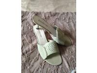 Ladies shoes bnew. With tags size 4(sold pending collection )