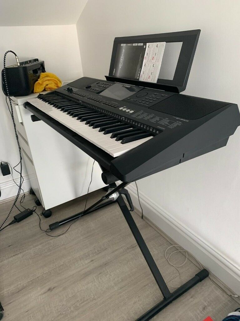 YAMAHA PSR E453 ELECTRONIC KEYBOARD - COMPLETE WITH STAND | in Swansea |  Gumtree