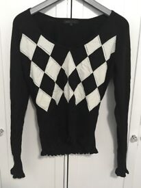 Black and white checkerd women's top