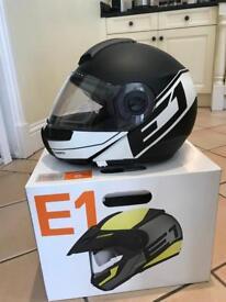 Schuberth E1 radiant white helmet