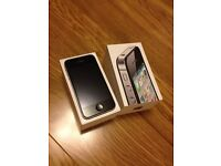 iPhone 4s - 32 gb Storage UNLOCKED **Boxed in Superb Condition** Screen Protector / Great Phone!