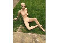 Display mannequin, Fashion mannequin
