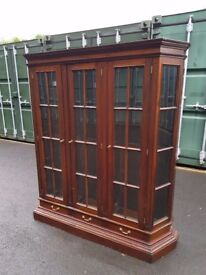 Solid wood display cabinet/bookcase
